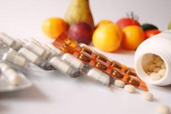 Полезные и бесполезные: какие витамины и биодобавки стоит принимать, а какие нет