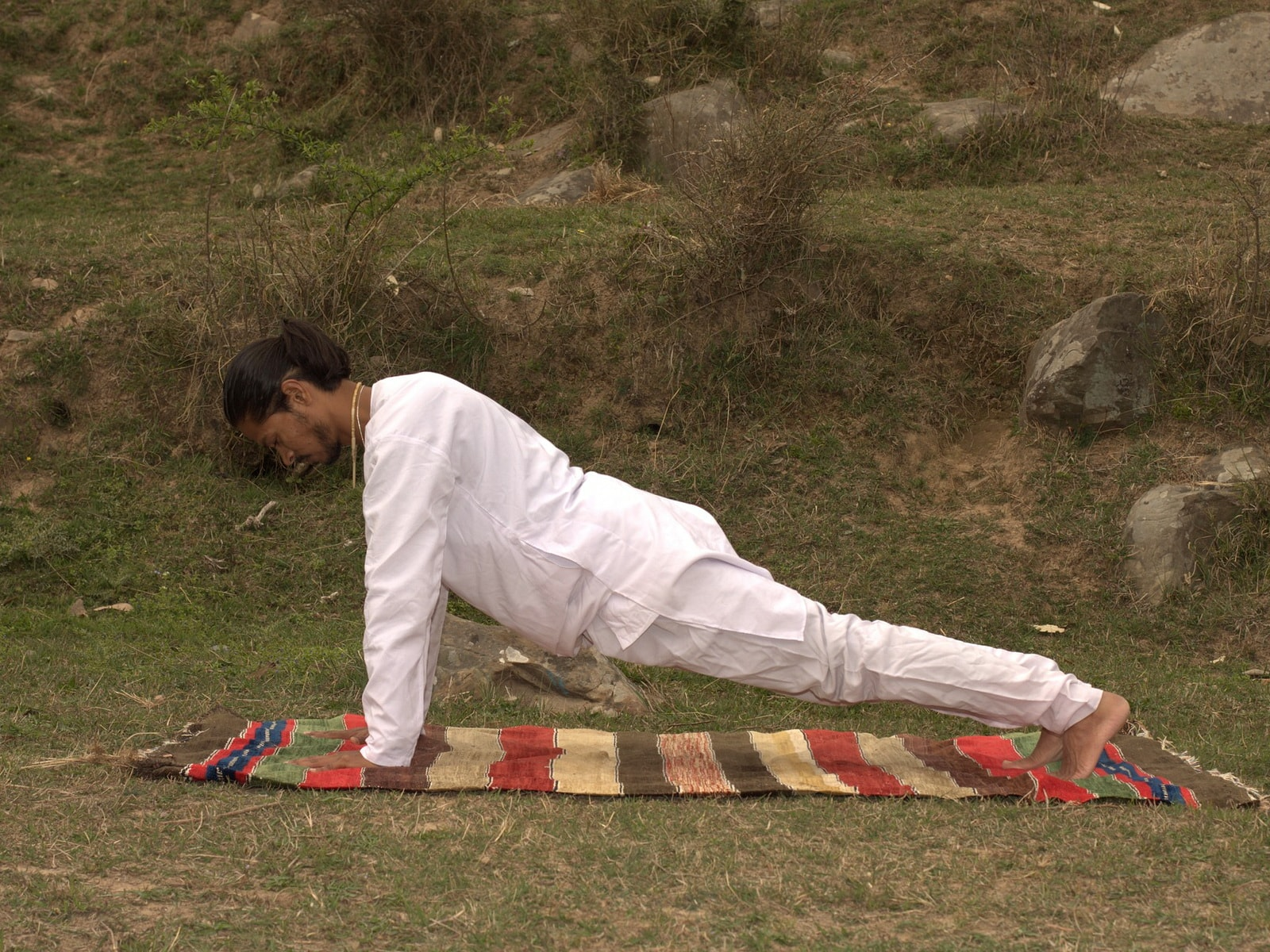 Йога для мужчин лучше силовых тренировок