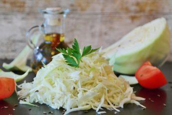 7 наиполезнейших свойств белокочанной капусты и в каких случаях этот овощ не рекомендуется